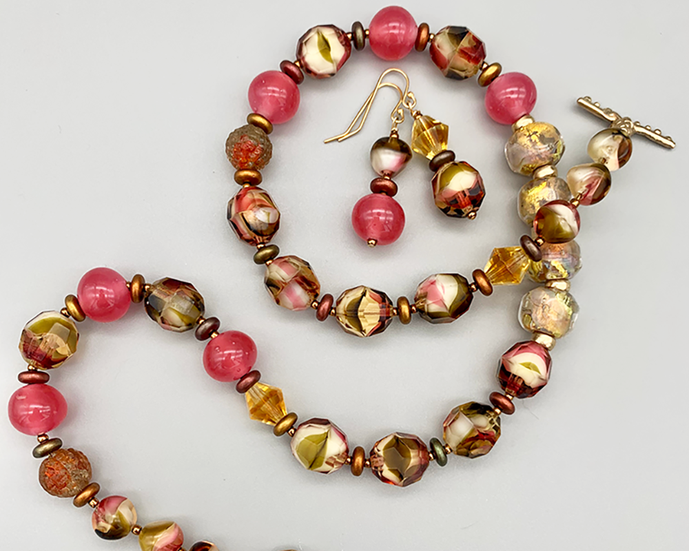 """Necklace set 